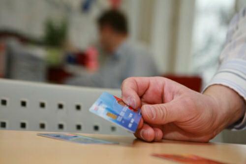 Srovnání kreditní karty – karta EASY a karta FUTURO